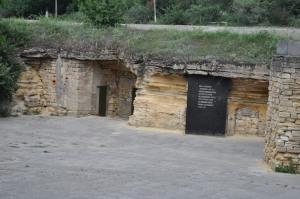 Ingången till katakomberna utanför Odessa.