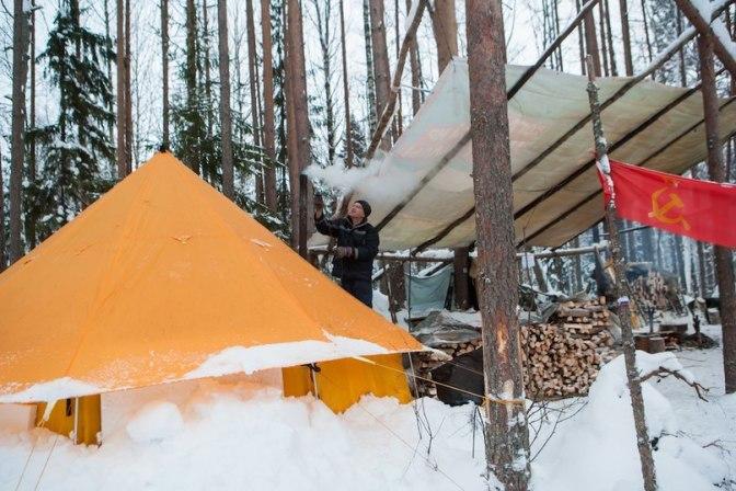Ryska pensionärer ockuperar skog
